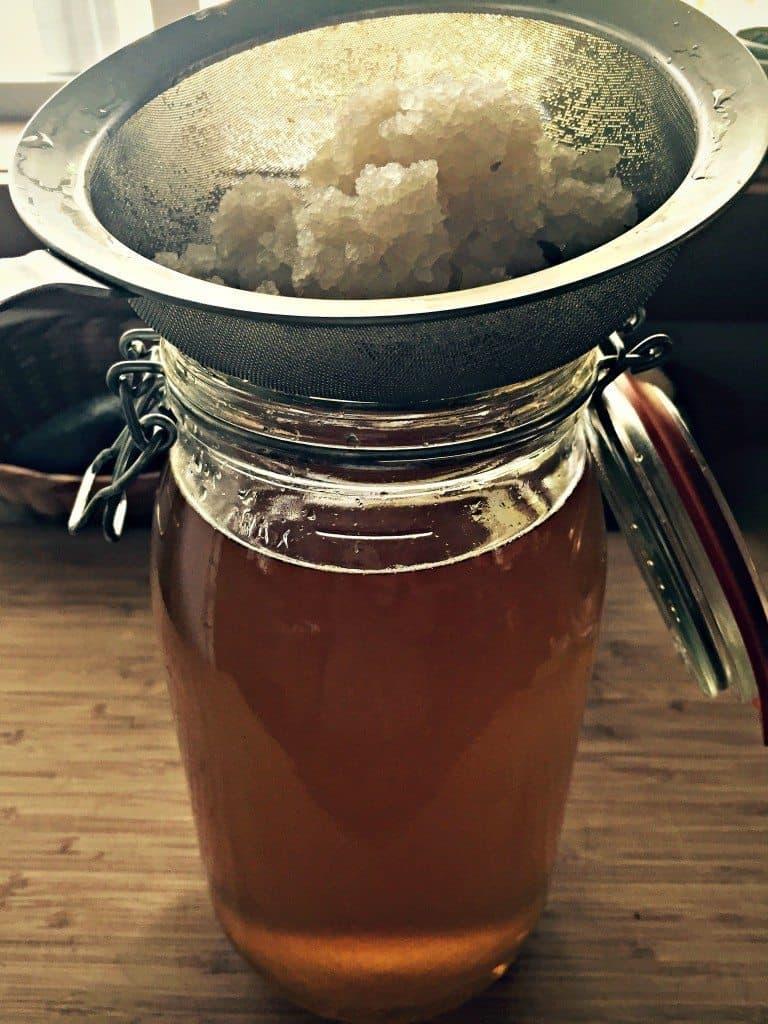 strain water kefir