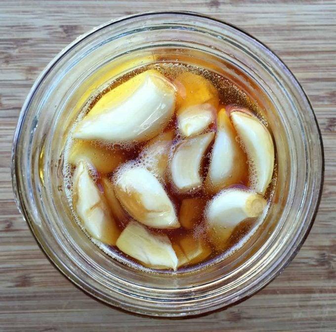 fermented-garlic-in-honey