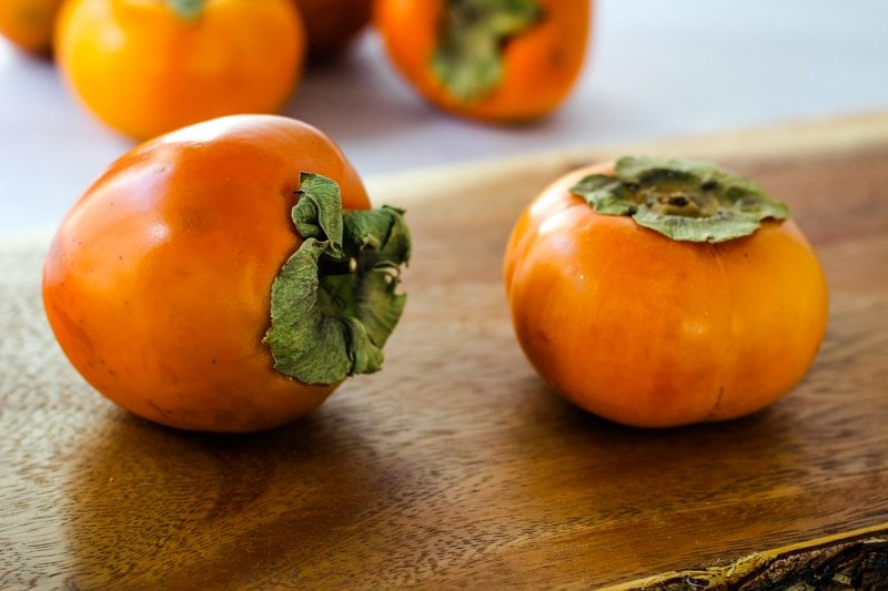 comparison of hachiya and fuyu persimmons